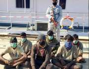 کراچی، پاکستان کی سمندری حدود کی خلاف ورزی کرنے پر گرفتار بھارتی ماہی ..