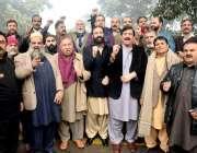لاہور: مسلم لیگ (ن) کے مرکزی رہنما حمزہ شہباز کی عدالت پیشی کے موقع پر ..