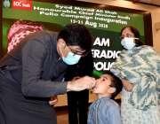کراچی: وزیراعلیٰ سندھ سید مراد علی شاہ نے سی ایم ہاؤس میں بچوں کو پولیو ..