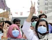 کراچی: پیپلز پرائمری ہیلتھ کیئر انسینو کے ملازمین مطالبات کے حق میں ..