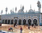 راولپنڈی: رمضان المبارک کے مقدس مہینے کے سلسلے میں جامع مسجد کو دھویا ..