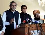 اسلام آباد، پی ڈی ایم کے رہنما پارلیمنٹ لاجز میں پریس کانفرنس سے خطاب ..