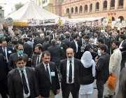 لاہور، سپریم کورٹ بار ایسوسی ایشن کے سالانہ انتخابات کے موقع پر وکلاء ..