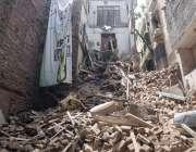 لاہور : بھاٹی گیٹ کے علاقے میں منہدم ہونے والی تین منزلہ عمارت ۔