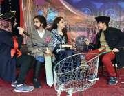 پشاور: بی ایچ ایس ایس ورسک کیمپس میں ڈرامہ فیسٹیول کے دوران اسٹیج پرپرفارم ..