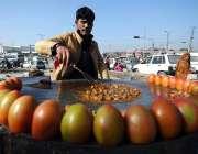 اسلام آباد: فروٹ اور سبزی منڈی میں مزدوروں کے لئے کھانا تیار کرنے والا ..
