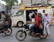کراچی:لاک ڈوان میں شہریوں کا بلاضرورت باہر نہ نکلنے کی ہدایات کے باوجود ..