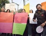 لاہور طلباء اپنے مطالبات کے حق میں احتجاج کررہے ہیں۔