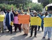لاہور :مزدور اپنے مطالبات کے حق میں احتجاج کررہے ہیں۔