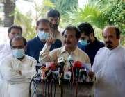 کراچی : پاکستان تحریک انصا کے رہنما حلیم عادل شیخ خطاب کررہے ہیں