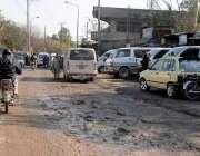 راولپنڈی: مریڑ چوک کے قریب روڈ کی خستہ حالی کے باعث گزرنے والوں کو مشکلات ..