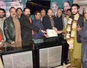 لاہور: جمزه لوورز یوتھ اجلاس کے موقع پر چوہدری ذیشان اعوان پی پی 155 کے ..