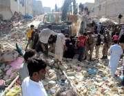 کراچی: کورنگی اللہ والا ٹاون میں گرنے والی چار منزلہ عمارت کے جائے وقوعہ ..