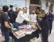 لاہور : پیس فارلائف ویلفیئر فاونڈیشن کے صدر میاں عامر رزاق کرونا وائرس ..