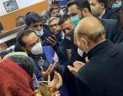 لاہور، مسلم لیگ ن کے صدر شہباز شریف کمرہ عدالت میں لاہور کے جنرل سیکرٹری ..