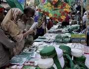 کراچی، جشن عید میلادالنبی کے سلسلے میں لوگوں کی بڑی تعداد پیپر مارکیٹ ..