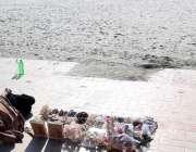 کراچی : شہر قائد میں سخت سردی کے باعث سی ویو میں سناٹے کی وجہ سے سیپی ..