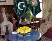 پشاور، گورنر خیبرپختونخوا شاہ فرمان سے کورکمانڈر پشاور لیفٹیننٹ جنرل ..