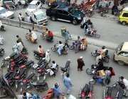 راولپنڈی: شہر میں جزوی طور پر لاک ڈاؤن کے دوران راجہ بازار کے علاقے ..
