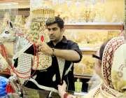 کراچی :محرم الحرام کی آمد کے ساتھ ہی ایک خاتون سولجر بازار میں واقع ..