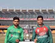 لاہور: پاکستان اور بنگلہ دیش کرکٹ ٹیموں کے کپتان ٹی ٹوئنٹی سیریز کی ..