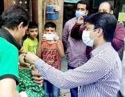 لا ہور: ڈپٹی کمشنر لاہور دانش افضال یونین کونسل 77 قلعہ گجرسنگھ میں پانچ ..
