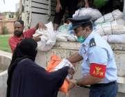 کراچی: پی اے ایف کی جانب سے بارش سے متاثرہ افراد میں امدادی اشیا تقسیم ..