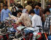 لاہور شہر میں تین روز بعد کاروبار دوبارہ کھلنے پرانارکلی بازار میں ..