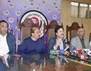 لاہور : خیبر پختونخواہ کے وزیراطلاعات شوکت یوسفزئی لاہور پریس کلب کے ..