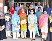 لاہور: وائس چانسلر پروفیسر نیاز احمد اور ایڈوائزرایچ آرڈی ہائر ایجوکیشن ..