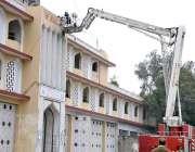 اسلام آباد: فائر فائٹرز ہیڈ کوارٹر کی عمارت کی تزئین و آرائش کر رہے ..