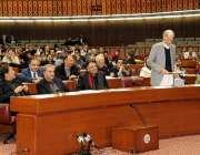 اسلام آباد: وزیر دفاع پرویز خٹک نے پارلیمنٹ ہاؤس میں قومی اسمبلی کے ..