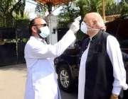 لاہور: کورونا اوائرس سے بچاؤ کیلئے سخت حفاظتی اقدامات کے بعد گورنر ..