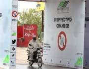راولپنڈی:ایک موٹرسائیکل سوارکووڈ ۔19 کو روکنے کے احتیاطی اقدامات کے ..