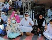 حیدرآباد، سول ہسپتال کے ڈاکٹرز او پی ڈی بند کر کے احتجاجی مظاہرہ کر ..