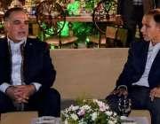 کراچی، گورنر سندھ عمران اسماعیل گورنر ہائوس میں دیئے گئے عشایئے میں ..