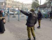 لاہور پریس کلب کے سامنے مختلف تنظیموں کے احتجاج کے باعث راستہ بند ہونے ..