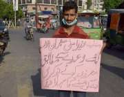 لاہور:شہری اپنے مطالبات کے حق میں پریس کلب کے باہر احتجاج کر رہا ہے۔