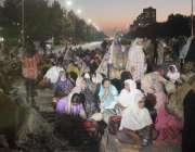 اسلام آباد، جناح ایونیو پر لیڈی ہیلتھ ورکرز اپنے مطالبات کے حق میں ..