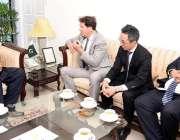 اسلام آباد: ورلڈ بینک ساؤتھ ایشیا کے منیجر کرسٹوف کرپین نے وزیر اعظم ..