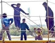 حیدرآباد: جمپنگ کرتے ہوئے بچے لطف اندوز ہورہے ہیں