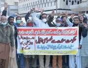 کراچی، سینما گھروں کے ملازمین پریس کلب کے سامنے اپنے مطالبات کے حق ..