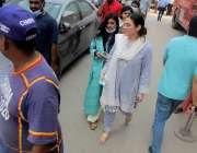 کراچی : شاہراہ فیصل پرالتجارا سینٹر کے دسویں فلور پر لگنے والی آگ کے ..
