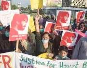 لاہور: حقوق خدمت خلق موومنٹ کے اراکین اپنے مطالبات کے میں لبرٹی چوک ..