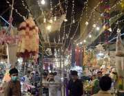 لاہور، عید میلاد النبی کی مناسبت سے باغبانپورہ بازار کو سجایا جا رہا ..