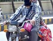 حیدرآباد: شہر میں کورونا وائرس کے احتیاطی اقدامات کے طور پر موٹرسائیکل ..