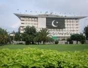لاہور: سمٹ مینار کے احاطے سے بسلسلہ جشن آزادی واپڈا ہاؤس کی عمارت پر ..