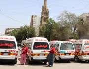 کراچی، کورونا کی روک تھام کیلئے ایدھی کے ورکروں کو ٹریننگ کے بعد سرد ..