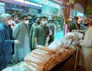 لاہور: صوبائی وزیر صنعت و تجارت میاں اسلم اقبال، سیکرٹری صنعت وڈی جی ..