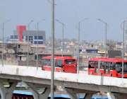 راولپنڈی: میٹروٹریک پربسیں اپنی منزل کی جانب رواں دواں ہیں۔